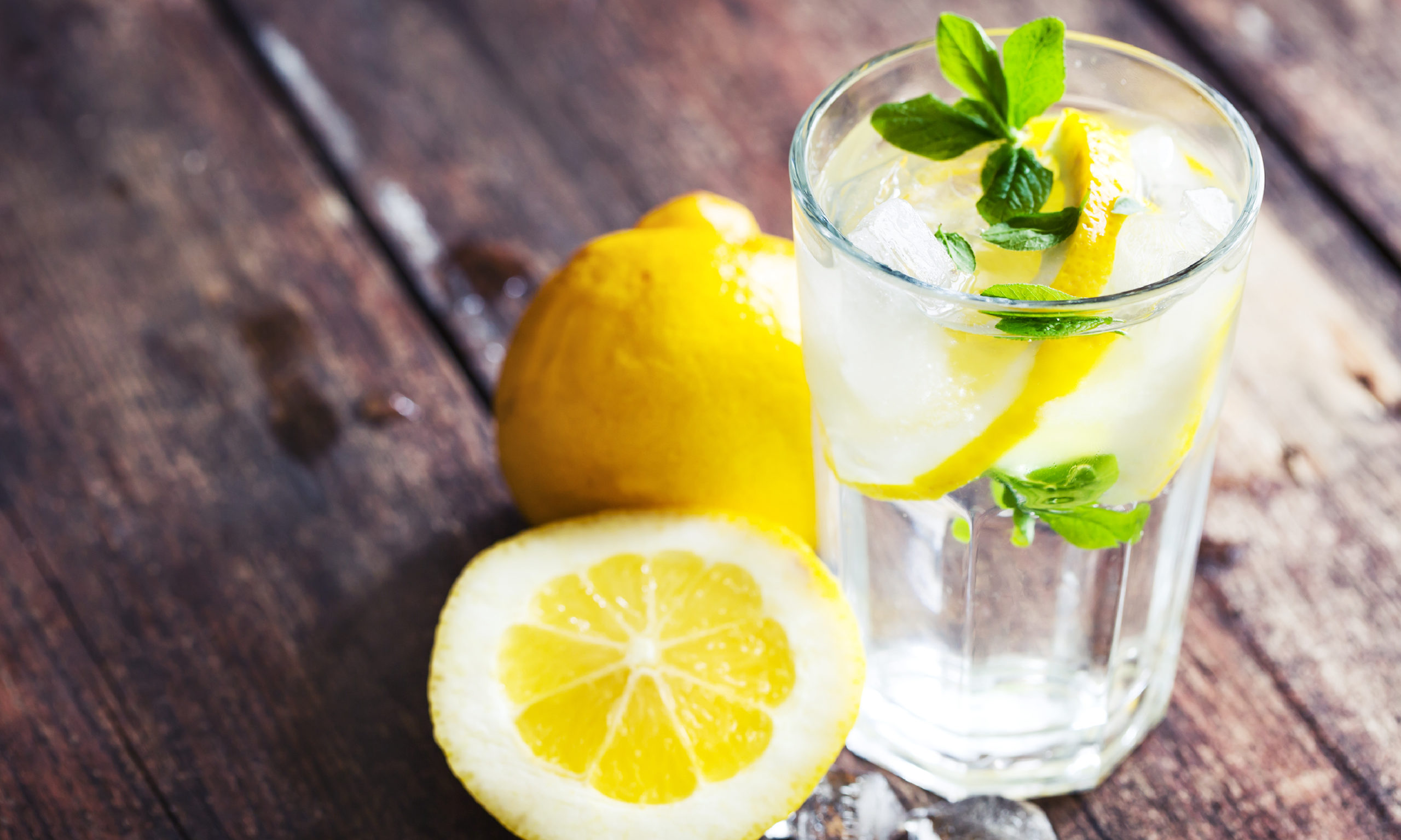 Polezno-li-pit'-vodu-s-limonom